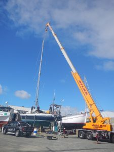 The crane came to return Qi's mast to its rightful position.
